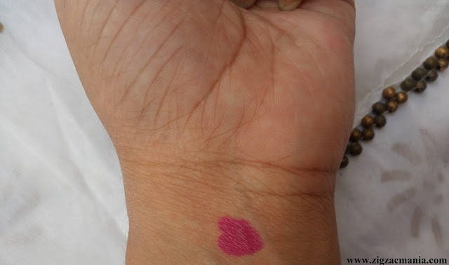 Street Wear Color Rich Ultra Moist Lipstick Pink Passion (Shade no. 11) Review & Swatch