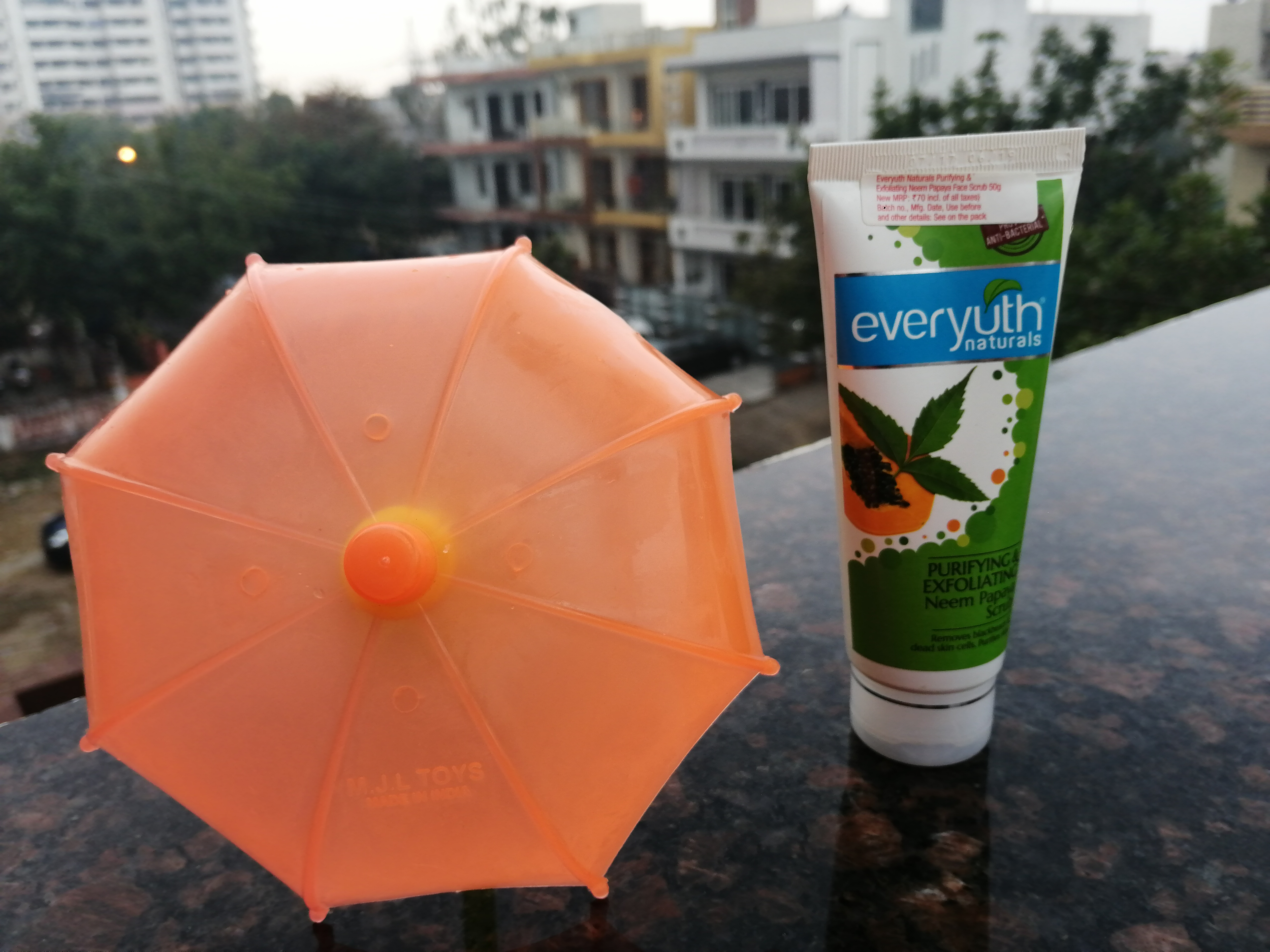 Everyuth Naturals Neem Papaya Scrub Review